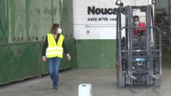 Forman a jóvenes del Pla d'Urgell para que aprendan a conducir una carretilla elevadora